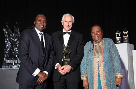 BHP Billiton SA Chairman Dr Xolani Mkhwanazi (left) with Prof Eric Bateman, who received the award for an outstanding contribution to science, engineering and technology (SET) over a lifetime, and Minister of Science and Technology Ms Naledi Pandor.