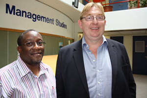 Winning team: Gao Nodoba (left) and Stuart Hendry, lecturers in the School of Management Studies, won the 2013 UCT Collaborative Educational Practice Award for two fourth-year courses they have been teaching in tandem since 2010.