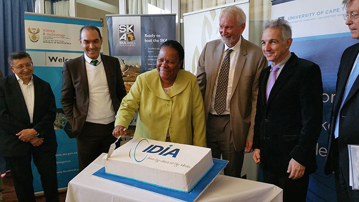 Icing on the cake: The launch of the new Inter-University Institute for Data-Intensive Astronomy (IDIA), was celebrated at a ceremonial cake cutting. Launched at the South African Astronomical Observatory, the IDIA is a partnership between UCT, the University of the Western Cape and the North-West University. In picture are (from left) Bernie Fanaroff, Prof Tyrone Pretorius (UWC), Naledi Pandor, Prof Russ Taylor, Dr Max Price, and Prof Frik van Niekerk (NWU).