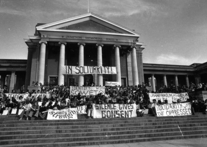 Students gather on the steps of Jameson Hall to show their solidarity with those who rose up in Soweto on 16 June 1976. (Photo courtesy of UCT Libraries' Special Collections and Archives.)
