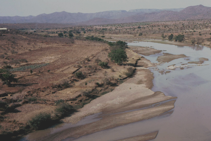 ​​​​​​​Aerial view of Ndondondwane site in KwaZulu-Natal where there is evidence of early ivory working. The site is in the ploughed area on the left of the Thukela River. <b>Photo</b> Tim Maggs.