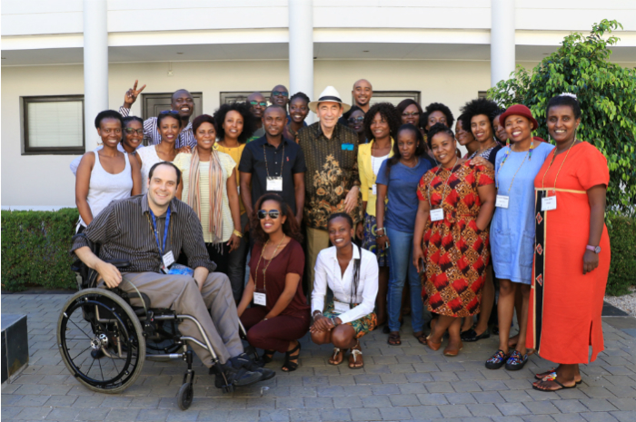 The 2017 cohort of the Emerging African Leaders programme pose with Justice Albie Sachs.