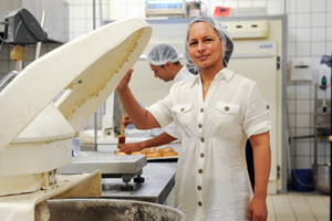 <b>Bread winner:</b>UCT's Dr Roslynn Baatjies of the Centre for Occupational and Environmental Health Research (School of Public Health and Family Medicine) conducted the country's first study of occupational allergy and asthma among commercial bakery workers.
