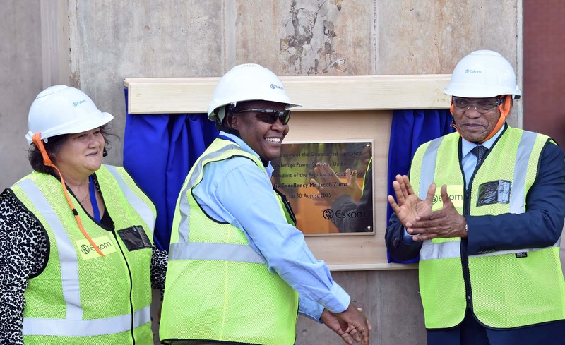 President Jacob Zuma joined by Public Enterprise Minister Lynne Brown and Eskom acting Chief Executive Brian Molefe officially open the Medupi Power Station Unit 6. (Photo: GCIS)
