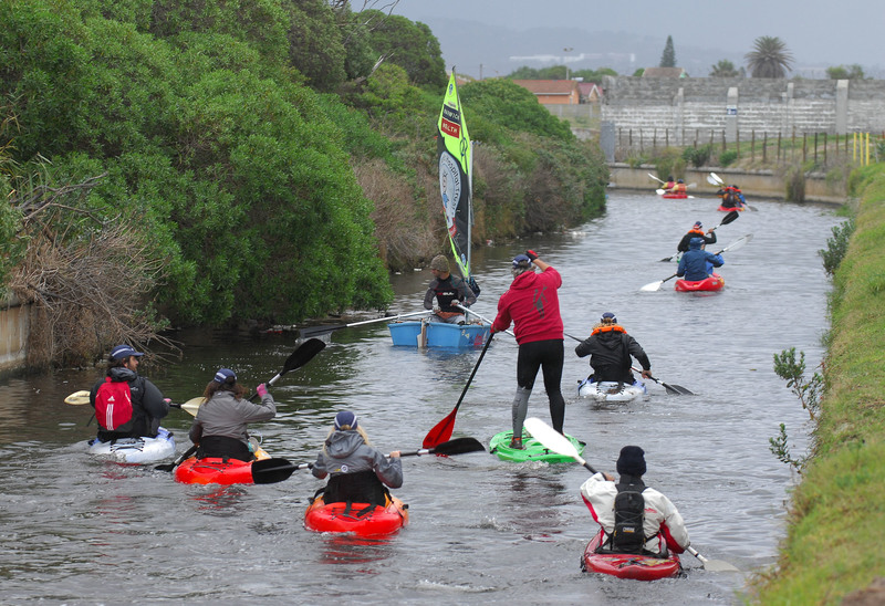 Greg Bertish, the celebrity guest at the Peninsula Paddle this year, was joined by 30 youngsters from the Steenberg and Grassy Park communities, which lie adjacent to the paddle route.