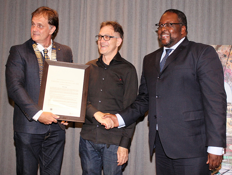 Kevin Bingham, outgoing president of the South African Institute of Architects, Prof Iain Low and Minister of Public Works Nkosinathi Nhleko.