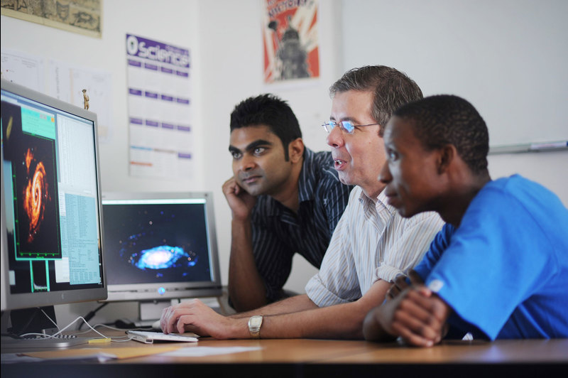 Prof Erwin de Block (middle) has been awarded a highly sought-after ERC Advanced Grant.