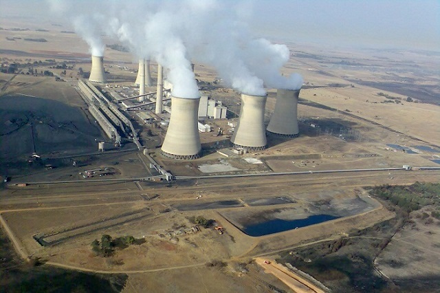 "Arnot Power Station, Middelburg, South Africa, a coal-fired power plant operated by Eskom. Photo by <a href=""https://en.wikipedia.org/wiki/Arnot_Power_Station#/media/File:South_Africa-Mpumalanga-Middelburg-Arnot_Power_Station01.jpg"" target=""_blank"">Gerhard Roux</a>."
