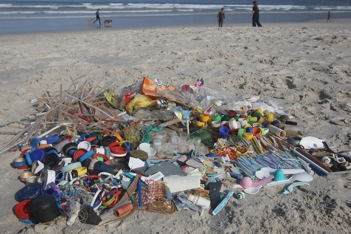 Around 94% of litter on South African beaches is made of plastic, of which 77% is packaging. Photo Peter Ryan.