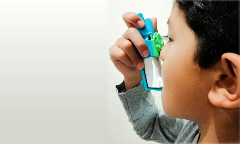 The Easy Squeezy has been developed by a team of biomedical engineers and a clinician at UCT to dramatically reduce the force required to activate metered-dose asthma pumps. (© UCT)