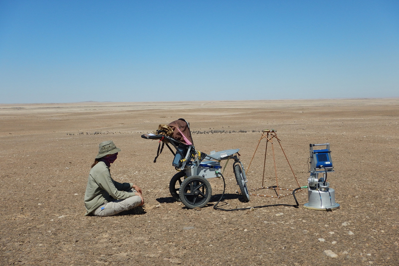 Dr Johanna von Holdt spent about a month in the Namib desert, using a combination of satellite imagery and ground measurements from a portable wind tunnel to test dust emissions at selected sites.