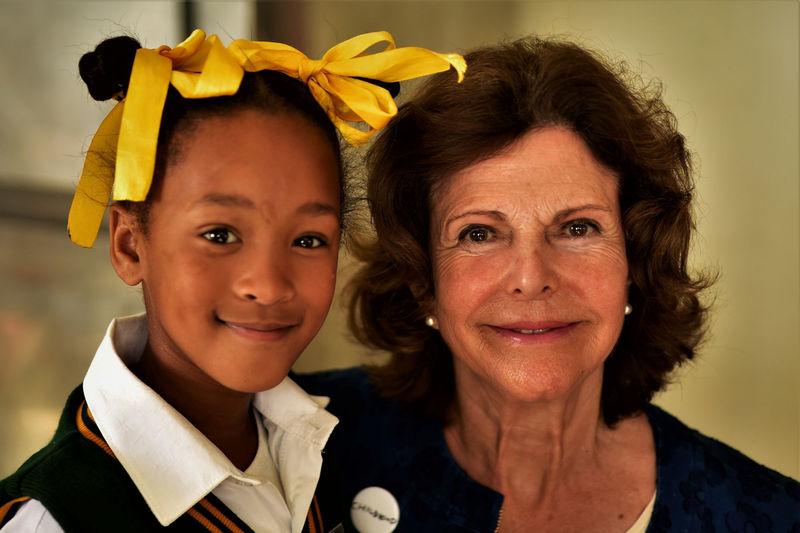 Queen Sylvia of Sweden poses with Rayneshia van Rooyen from Touwsranten Primary School.