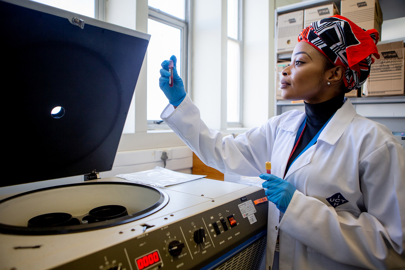 "Lindizwe Dlamini, UCT PhD candidate in neuroscience, processes blood for research into traumatic brain injury being led by Professor Tony Figaji in the Paediatric Neurosurgery Unit. <b>Photo</b> Karin Schermbrucker, <a href=""http://slingshotmedia.co.za/"" target=""_blank"">Slingshot Media</a>."