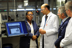 Minister surveys science and technology at UCT