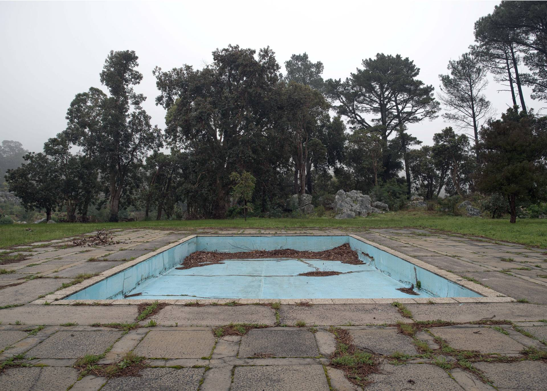 A pool located at the Steenbras Dam. Ironic that a pool located about 50 m from the Steenbras Dam is itself empty and dilapidated.