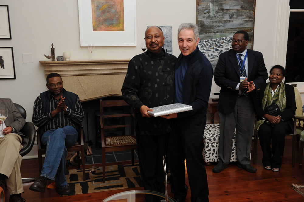 Dr Price says goodbye to former Deputy Vice-Chancellor for Internationalisation and Afropolitanism, Professor Thandabantu Nhlapo, at Glenara in 2014.