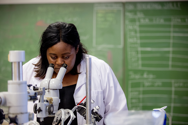 Amalia Awala is a UCT postgraduate researcher in neuroscience. Photo Karin Schermbrucker, Slingshot Media.